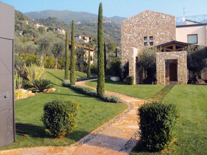 Realizzazione giardini a brescia creazioni vivaio santigaro for Giardini per ville private
