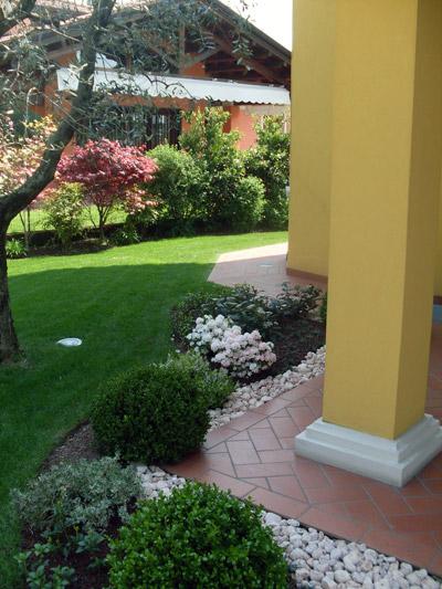Realizzazione giardini per abitazioni private for Giardini in villette